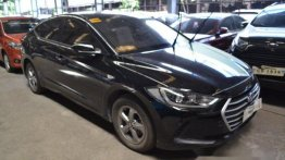 Black Hyundai Elantra 2017 at 25000 km for sale