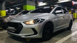 Selling Silver Hyundai Elantra 2017 in Dasmariñas