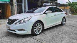White Hyundai Sonata 2011 for sale in Manila