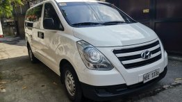 Selling White Hyundai Starex 2017 in Manila