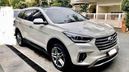 Pearlwhite Hyundai Grand santa fe 2017 for sale in Automatic