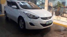 White Hyundai Elantra 2012 for sale in Santo Tomas