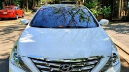 Sell White 2012 Hyundai Sonata in Salcedo