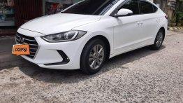 Selling White Hyundai Elantra in Las Piñas