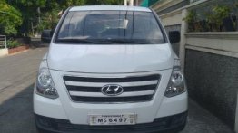 Selling White Hyundai Grand Starex 2017 in Lopez Village Covered Court
