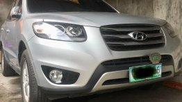 Selling Silver Hyundai Santa Fe 2011 in Pasig