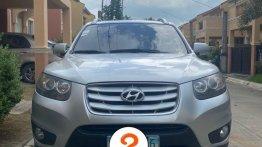 Selling Pearl White Hyundai Santa Fe in Manila