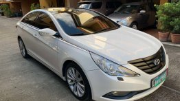 Pearl White Hyundai Sonata 2011 for sale in Manila