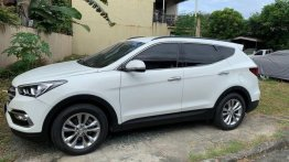 White Hyundai Santa Fe 2016 for sale in Pasig