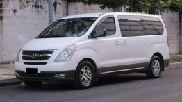 Selling White Hyundai Starex 2013 in Makati