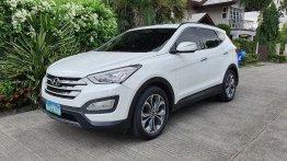 White Hyundai Santa Fe 2014 for sale in Cebu City