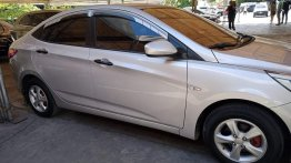 Selling Pearl White Hyundai Accent 2016 in Antipolo