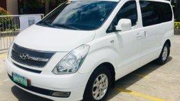 Selling White Hyundai Grand Starex 2011