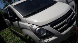 Selling Hyundai Starex 2017