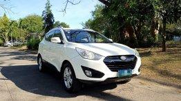 White Hyundai Tucson 2012