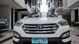 White Hyundai Santa Fe 2014