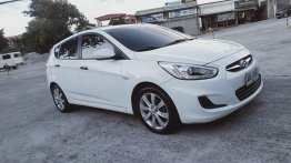 Selling Hyundai Accent 2015