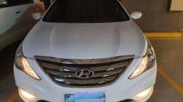 Pearl White Hyundai Sonata 2012 for sale in Makati