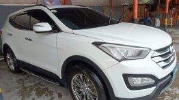 Sell White 2013 Hyundai Santa Fe in Binangonan