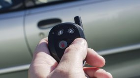 How To Turn Off Car Alarm (With & Without Key)