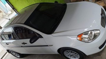 White Hyundai Accent 2010 for sale in Manila