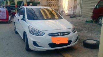 Selling Pearl White Hyundai Accent in Manila
