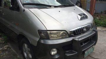 Selling Silver Hyundai Starex in Valenzuela