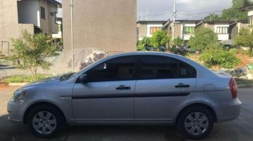 Selling Pearl White Hyundai Accent 2010 in Pasig