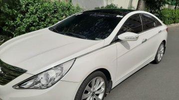 Selling Pearl White Hyundai Sonata 2011 in Pasig