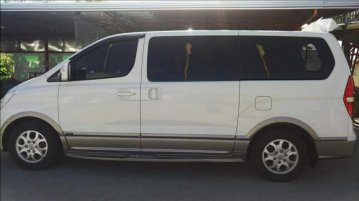 Selling White Hyundai Starex 2010 in Cavite