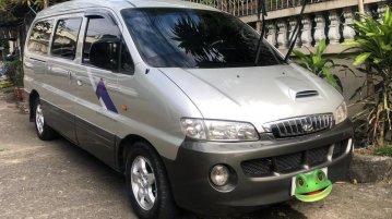 Selling Silver Hyundai Starex 2004 in Manila