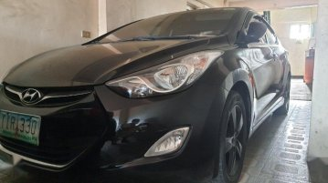 Selling Hyundai Elantra 2012