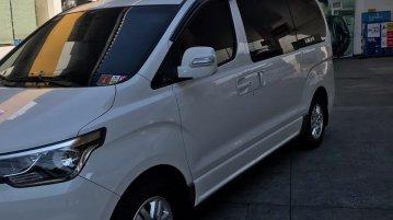 White Hyundai Grand Starex 2019