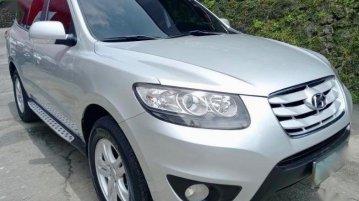 Selling Brightsilver Hyundai Santa Fe 2011 in Pasig