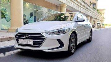 White Hyundai Elantra 2019 for sale in Manual