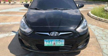 Selling Black Hyundai Accent 2011