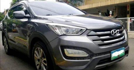 Selling Grey Hyundai Santa Fe 2013 in Quezon City