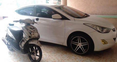 White Hyundai Elantra 2012 for sale in Quezon City