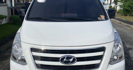Selling White Hyundai Grand Starex 2016 in Binan