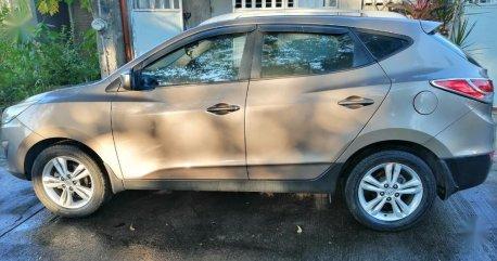 Selling  Hyundai Tucson  2013