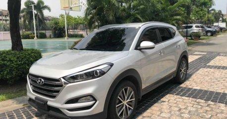Selling Pearl White Hyundai Tucson 2016 in Caloocan