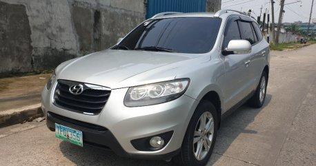Sell Silver 2011 Hyundai Santa Fe in Quezon City